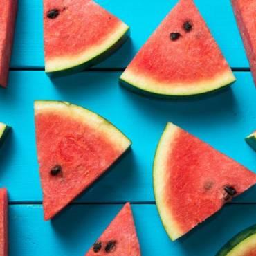 Scopriamo tutti i modi di mangiare l'anguria, anche i più folli
