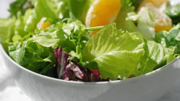 Conservare l'insalata per mantenerla fresca più a lungo